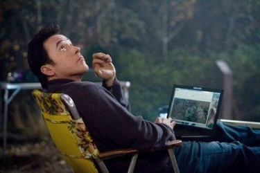 John Cusack & Chiwetel Ejiofor in the movie 2012