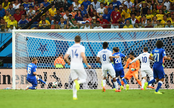 Italy Holds on for 2-1 Win Over England | World Cup