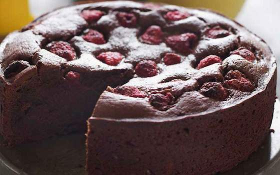 An Elegant Chocolate and Raspberry Cake Recipe