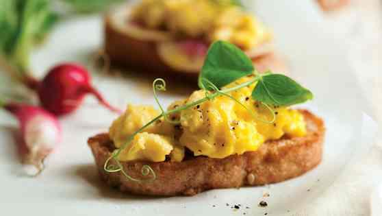 Breakfast Egg Crostini: Scrumptious Breakfast Bites Recipe