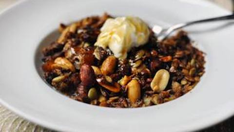 Breakfast Favorite With a Twist: Peanut Butter and Honey Granola