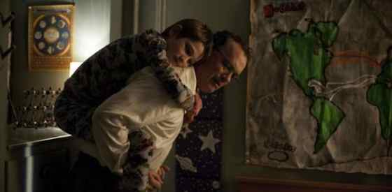 Tom Hanks, Thomas Horn, Sandra Bullockin Extremely Loud and Incredibly Close