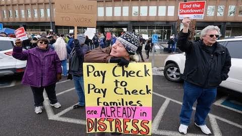 Federal Workers Begin to Feel Shutdown Pain