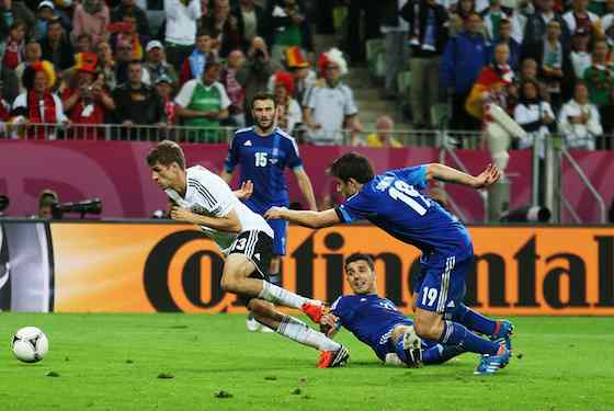 Thomas Muller of Germany runs with the ball (Photo by Joern Pollex/Getty Images)