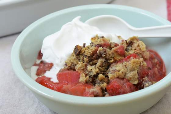 Allergy-Friendly Fruit Crumble with Oats and Dates Recipe