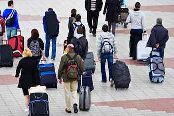 10 Ways to Stay Healthy During Holiday Travel
