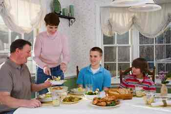 Family Dinners Help Fight Obesity