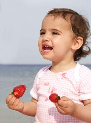 An allergic reaction to a food, such as strawberries, might include hives, itching, swelling of the tongue or difficulty breathing