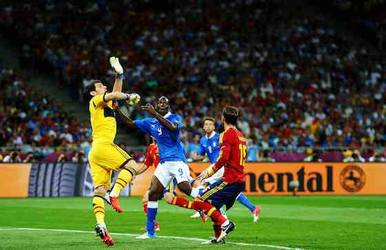 KIEV, UKRAINE - JULY 01: Iker Casillas (L) of Spain stretches for the ball in front of team-mate Sergio Ramos (R) as Mario Balotelli of Italy jumps to head at goal during the UEFA EURO 2012 final match between Spain and Italy at the Olympic Stadium on July 1, 2012 in Kiev, Ukraine (Photo by Laurence Griffiths/Getty Images)