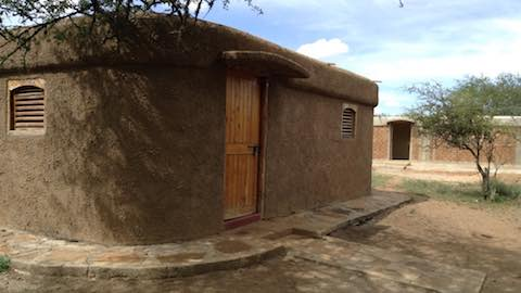 Kenyan Eco-Huts Attract Tourists & Cash
