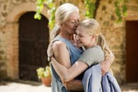 Amanda Seyfried & Vanessa Redgrave in the movie Letters to Juliet