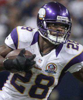 Adrian Peterson to Play Against Panthers Despite Son's Death