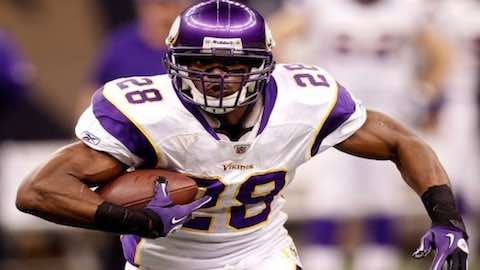 NFL 2016: Adrian Peterson Keeps On Rushing