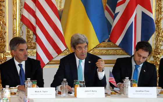 Obama Clings to Diplomacy to Resolve Ukraine Crisis
