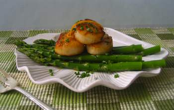 Orange Scented Scallops on Bed of Spring Asparagus Recipe