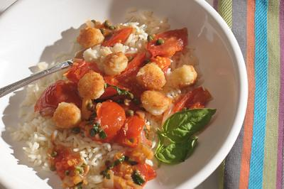 Sauteed Scallops on Bed of Fresh Tomato Sauce Recipe