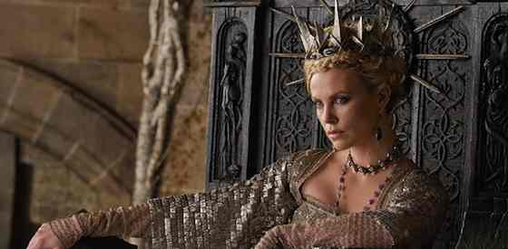 Kristen Stewart and Charlize Theron in Snow White and the Huntsman