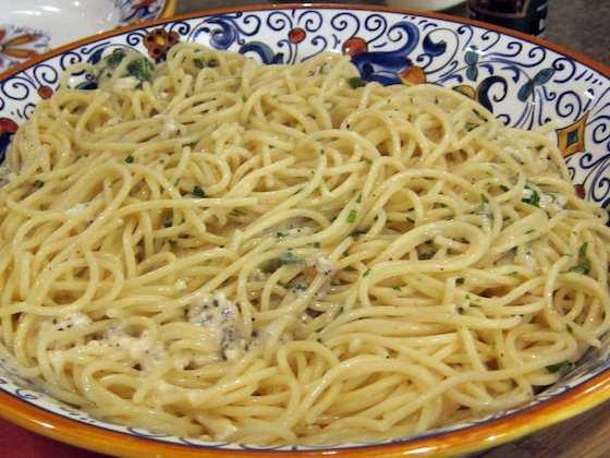 Spaghetti with Cheese and Pepper (Spaghetti Cacio e Pepe) Recipe