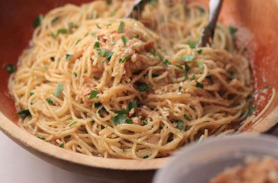Spaghetti with Toasted Breadcrumbs and Oregano Recipe