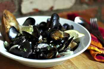 Steamed Mussels with Fennel and Sundried Tomatoes, A Christmas Treat With the Taste of Days Gone By
