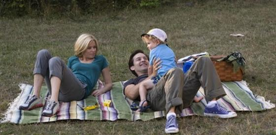 Tobey Maguire and Laura Linney  in The Details