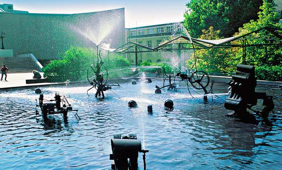 10 Most Unique Fountains in the World   Travel: 10 Best