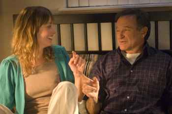 Alexie Gilmore and Robin Williams in WORLD�S GREATEST DAD, a Magnolia Pictures release. Photo courtesy of Magnolia Pictures.