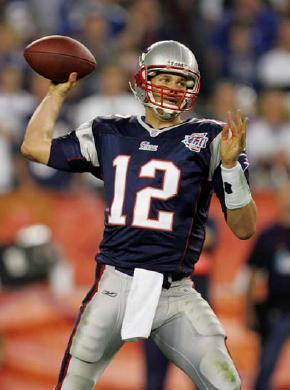 nfl-2008-tom-brady-throwing-qb-new-engla