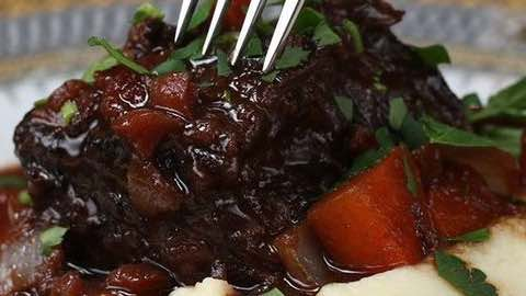 Wolfgang Puck's Kitchen Recipes by Wolfgang Puck Braised Beef Short Ribs with Tomatoes & Red Wine Slow Cooking Warm to the Heart